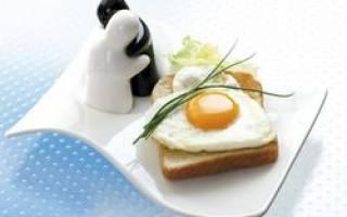 Как правильно есть яйцо всмятку