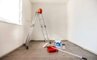 Как правильно красить стены в квартире